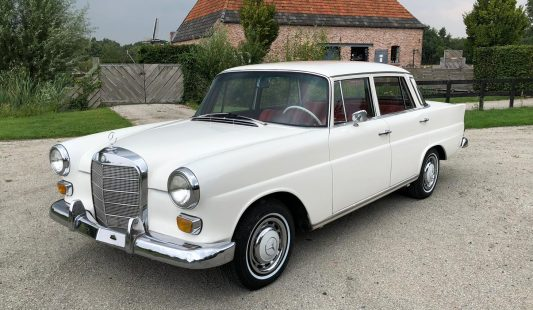 Mercedes W110 200 S 1967 SOLD